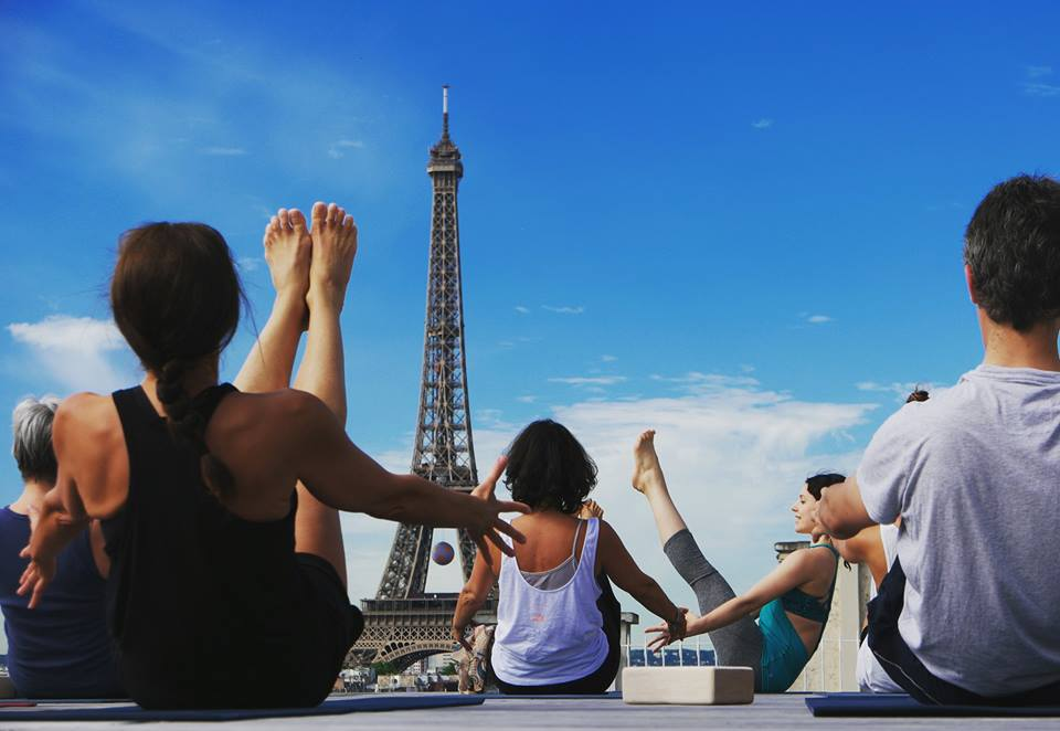 effeil_tower_event_yoga